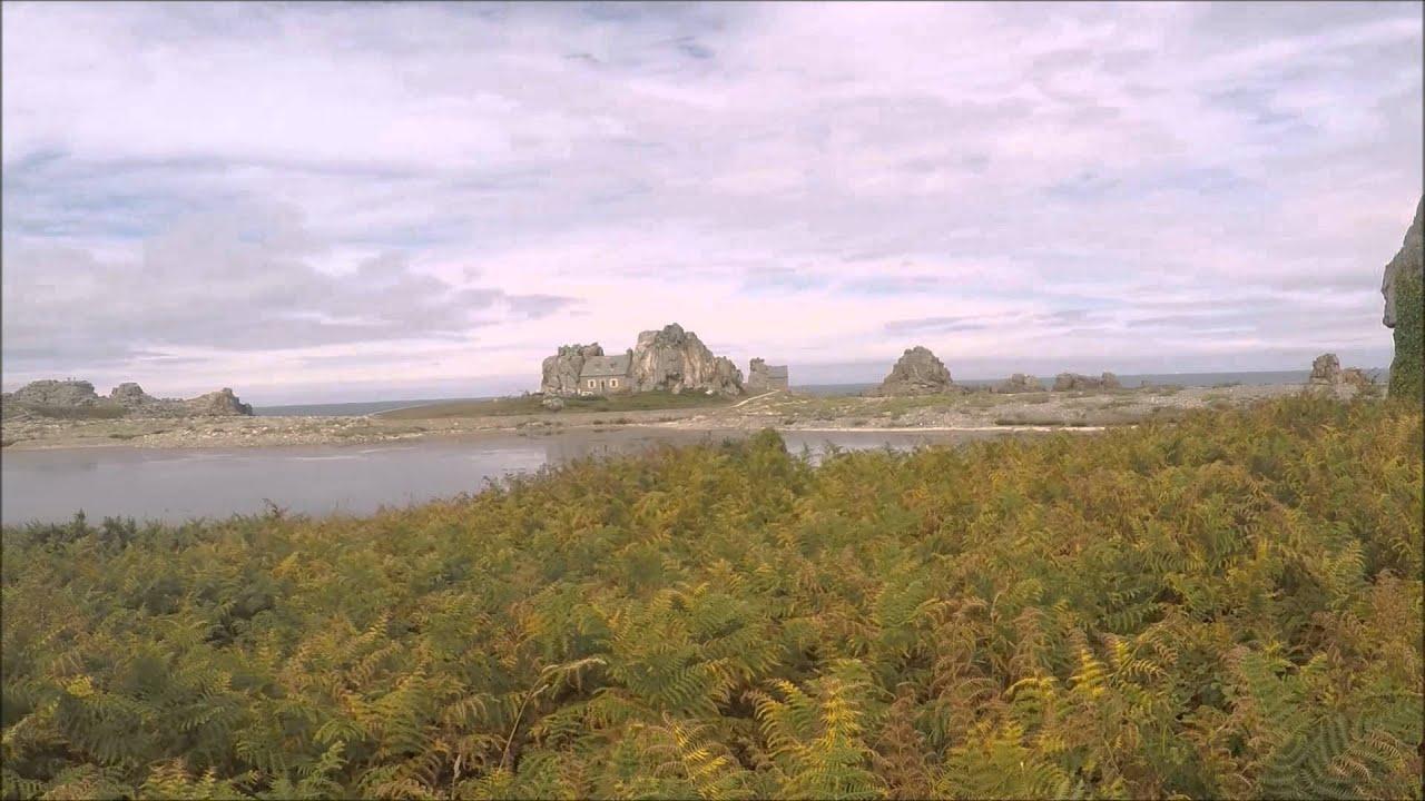 Castel meur la petite maison entre les rochers bretagne c tes d 39 armor - Maison entre les rochers ...