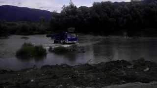 Tatra UDS 114 prechadza cez rieku .(, 2015-07-29T10:47:22.000Z)