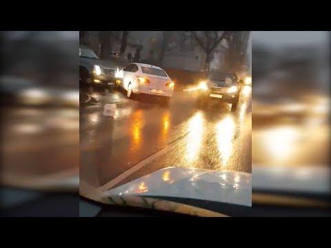 На волгоградских дорогах из-за гололеда сложилась аварийная ситуация