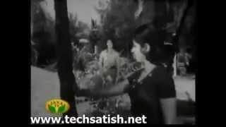 Avale En Kadhali Kodi Neerukkulle Malar Mele Pen Kuzhuppadhu