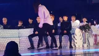 EXO Reaction to TWICE - CHEER UP & TT @Melon Music Awards