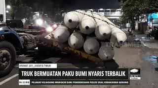 Truk Bermuatan Paku Bumi Nyaris Terbalik | REDAKSI PAGI (28/10/20)