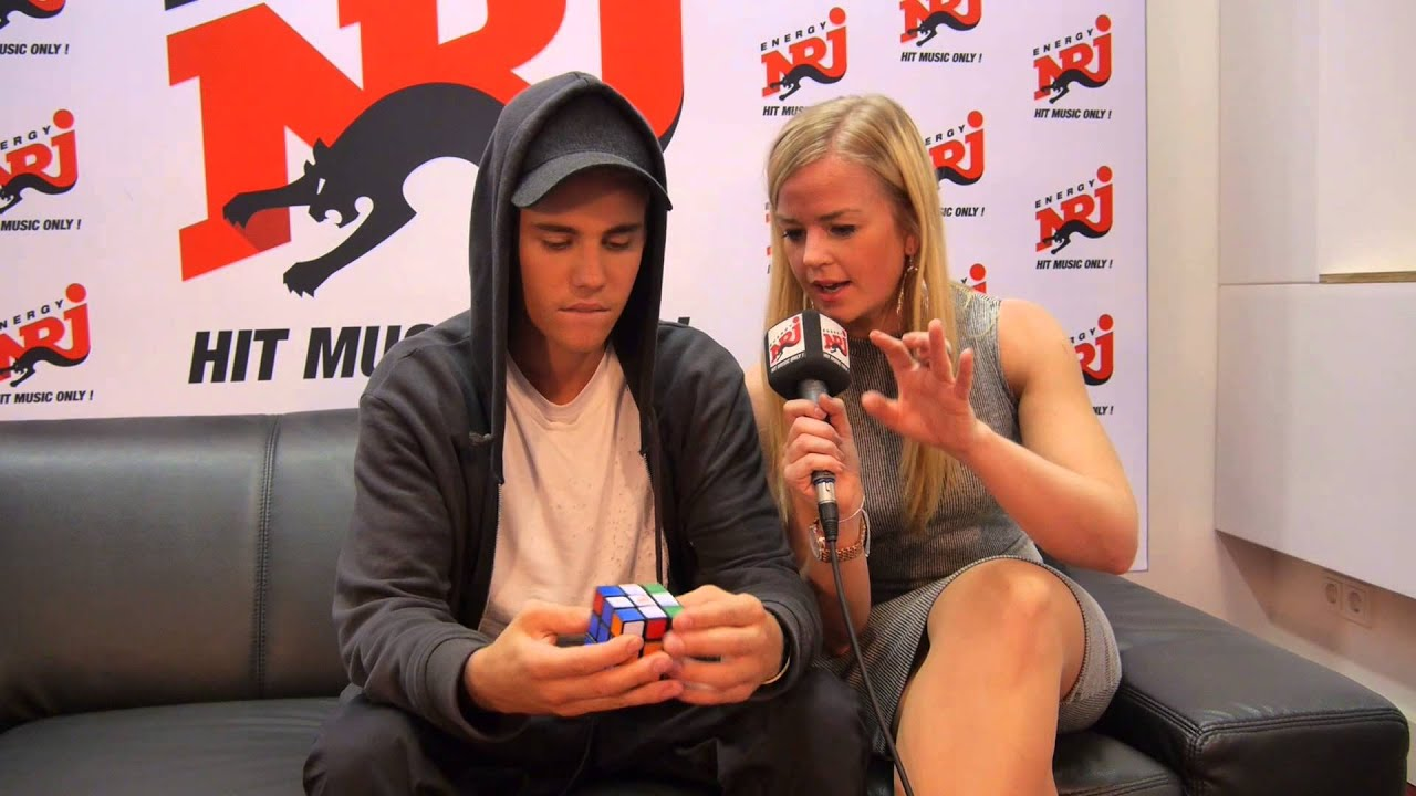 Justin Bieber Löst Den Zauberwürfel Rubiks Cube Youtube