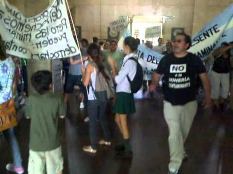 En Mendoza protestan por la instalacion de la mine...