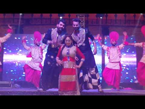 Angrej tappe punjabi culture dance -Friends DJ Nakodar