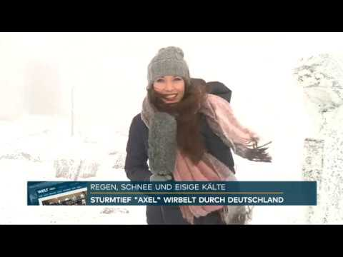 Wetter Moderatorin Susanne Schöne live vom Brocken für TV Sender N24