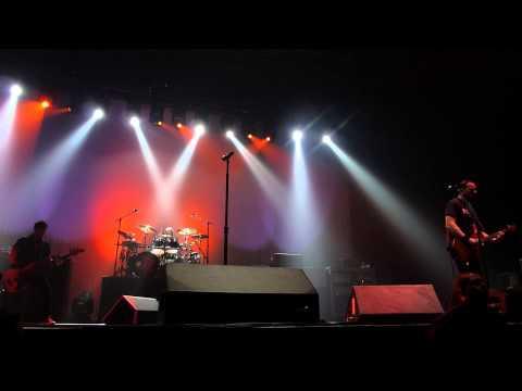 """ALTER BRIDGE - """"Calm The Fire"""" worlwide premiere live Paris, France 24/10/2013"""