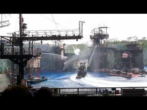 WaterWorld Show in Universal Studios | Singapore | A Tidal Wave of Explosive Action-2017