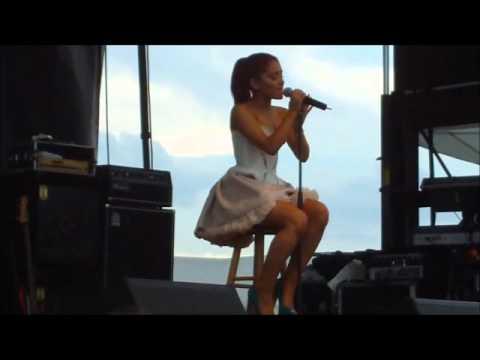 Live battle- Demi Lovato Ariana Grande Selena Gomez Miley Cyrus