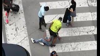 Trieste, scippatore atterrato dai passanti in piazza Libertà