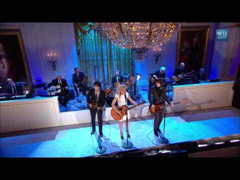 """The Band Perry performs """"I Will Always Love You"""" 