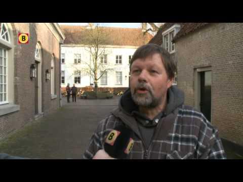 Hugo de Groot protesteert in Den Haag tegen sluiting Slot Loevestein