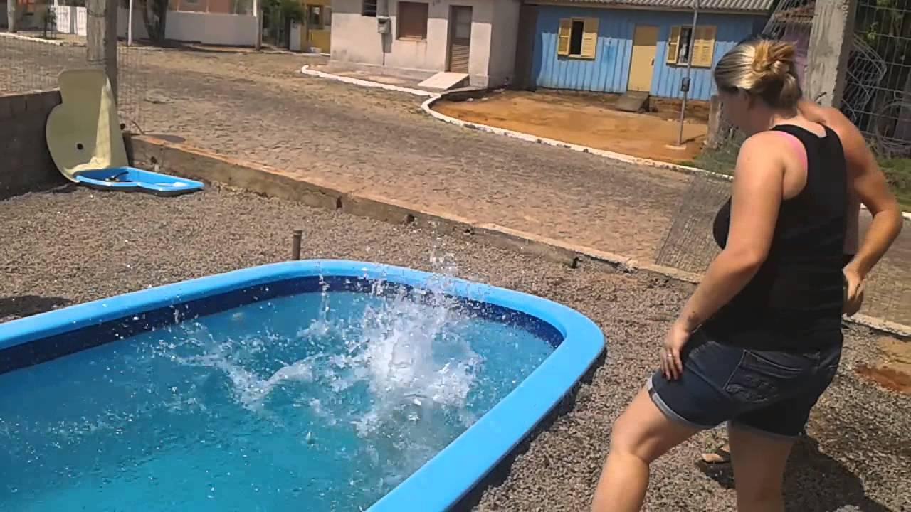 Mam e se afogando na piscina kkk youtube for Fundas para piscinas