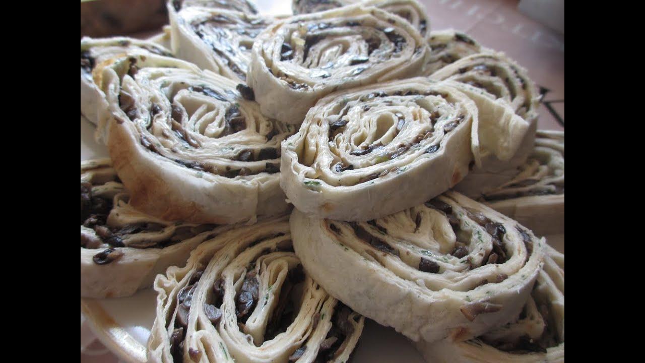 Лаваш с грибами и сыром. Pita bread with mushrooms and cheese .