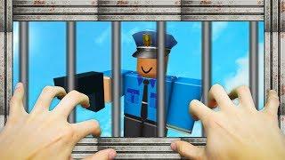 REALISTIC ROBLOX - STEVE ESCAPES FROM PRISON!