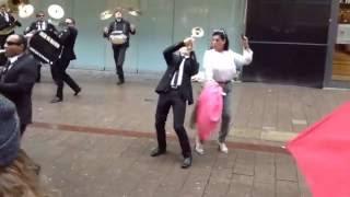 Reportera Bailando en la calle!!! me divertí mucho!!! thumbnail