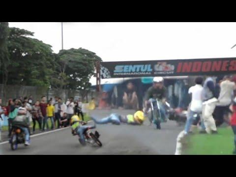 Detik Detik Aden Lintar Jatoh Saat Buka Gas