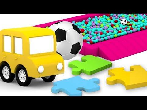 4 carros coloridos. Futebol no playground. Desenho animado.
