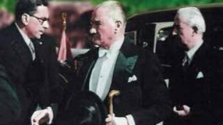 Atatürk - Renkli resimleri ve En sevdiği şarkı ile..