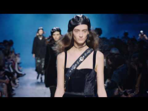 Autumn-Winter 2017-18 Ready-to-Wear Fashion Show - Full version