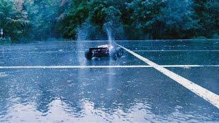 rc monster truck 4x4 Машинки на пульте управления для взрослых(Производим мультфильмы на заказ, подробнее https://vk.com/animacionnaya_studiya_moskva Катаемся в дождь, на мокром асфальте..., 2016-09-23T22:22:40.000Z)