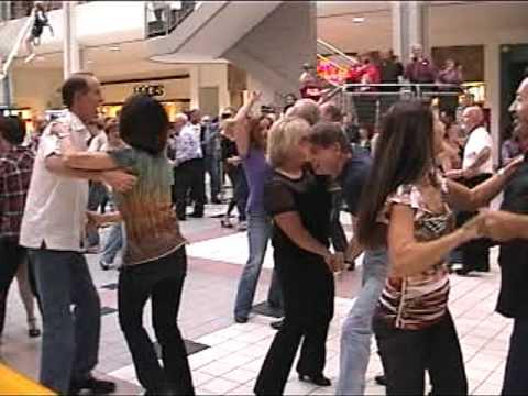 Flash Mob Little Rock, Mall1
