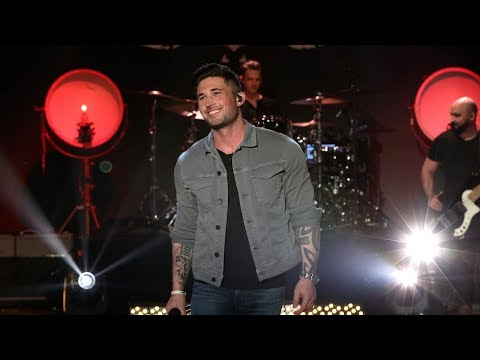 Rising Country Star Michael Ray Performs