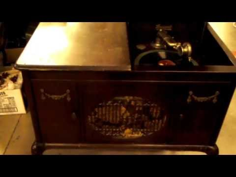 Old Wind-up Record Player