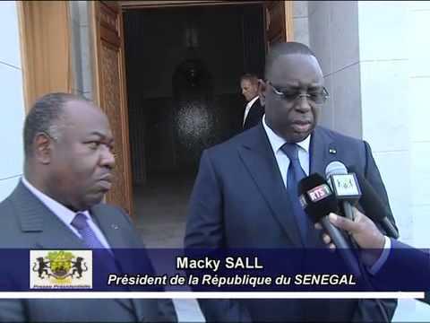 Visite du Mausolée Omar Bongo Ondimba par les Présidents gabonais et sénégalais