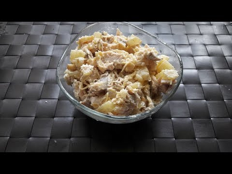 Салат с курицей грибами и ананасом