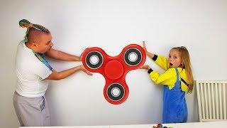 видео Какие игрушки лучше для 2-х летнего ребенка?