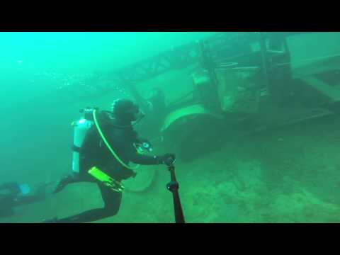 Geo and tavo diving  crane