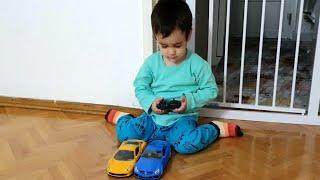 Buğra Kumandalı Arabaları Sürdü Berat Mızıkçılık Yaptı. Eğlenceli Çocuk Videosu