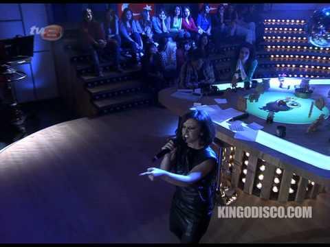Model - Pembe Mezarlık Disko Kralı Canlı Performans