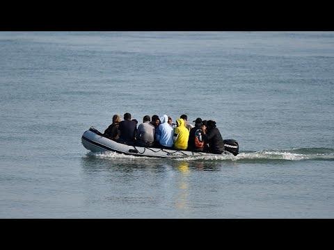مقتل 41 مهاجرا على الأقل غرقا في المتوسط