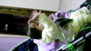 Helo dançando a musica de abertura da novela Caminho das Indias....Linda