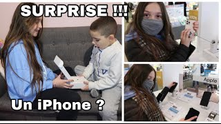 J'OFFRE UN IPHONE A MON FRERE ! 8, XR, XS, IPHONE 11, IPHONE 12 ...