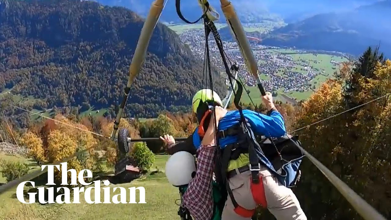 Novice left hanging after glider pilot fails to attach him – video