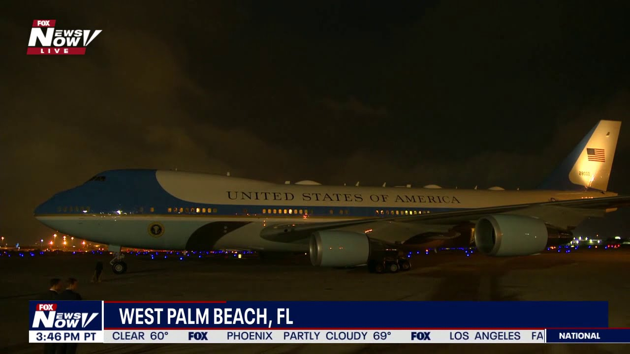 Download NIGHTTIME LANDING: Air Force One in West Palm Beach, Florida