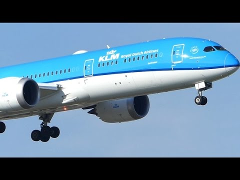 ✈KLM Boeing 787-9 Dreamliner | Windy landing at Amsterdam Schiphol