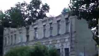 Разрушенный дом во дворе, где снимался фильм Три тополя на Плющихе