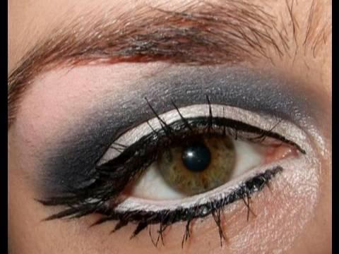 Christina Aguilera Keeps getting better make up tutorial