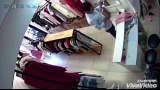 Thanh niên sàm sỡ nữ nhân viên bán quần áo - clip hots