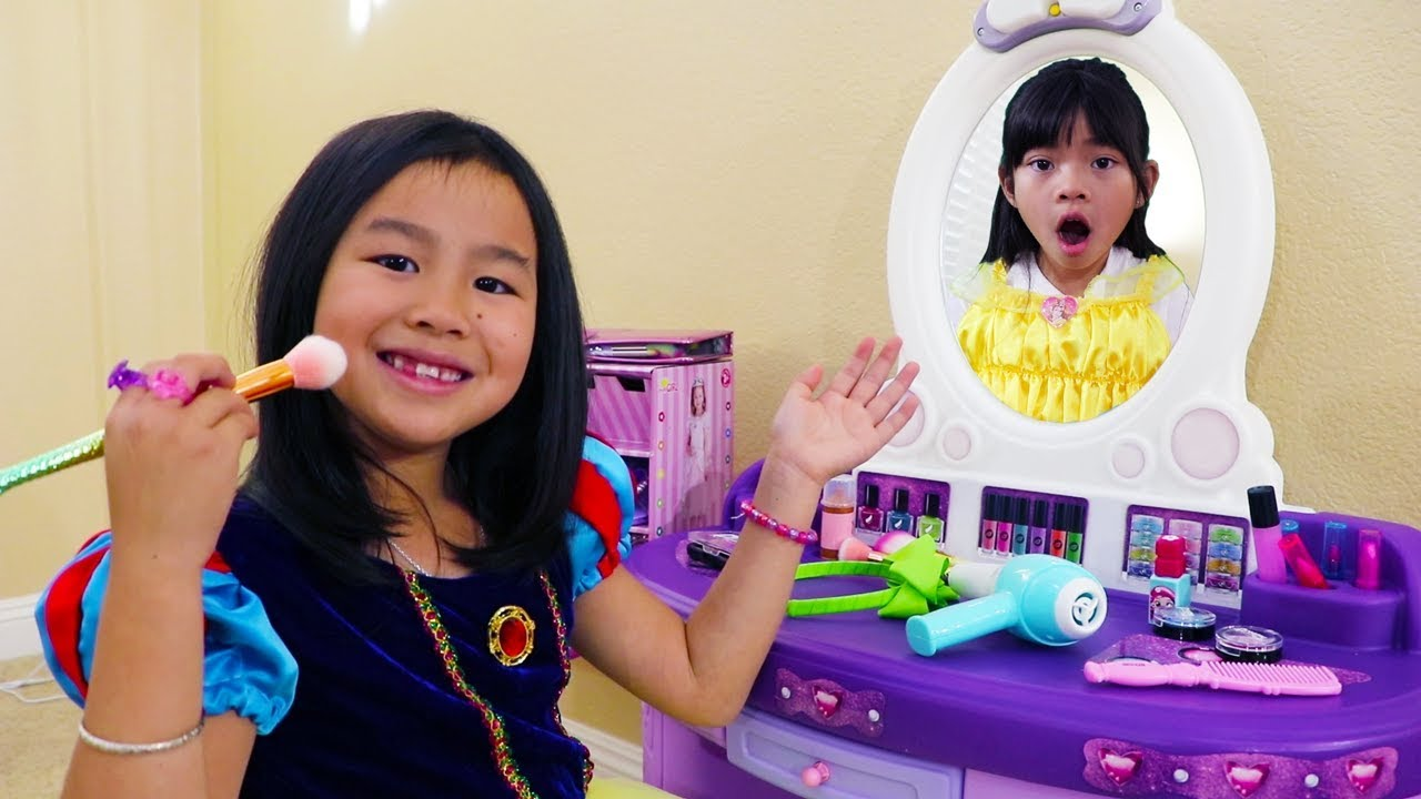 Jannie Pretend Play w Kids Make Up Toys & Dress Up as Cute Disney Princesses
