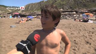 Repeat youtube video Aquí sí hay playa: Azkorri, la playa donde conviven nudistas y textiles