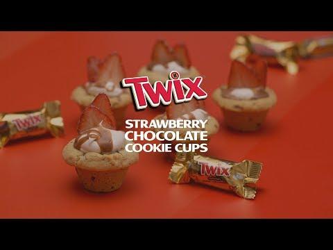 twix®-strawberry-chocolate-cookie-cups