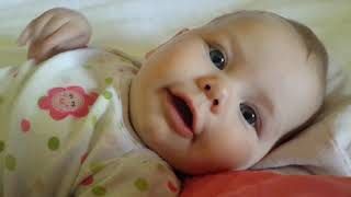 This is so stinkin cute ♥ Scarlet saying I love you when she was 4 months old thumbnail