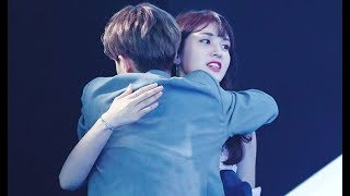 Video Jeon Somi Spotted Supporting For Lee Dae Hwi At Wanna One's Debut Show-Con download MP3, 3GP, MP4, WEBM, AVI, FLV Desember 2017
