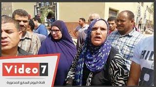 فيديو.. أهالى ضحايا الغسيل الكلوى يحتشدون لإنهاء تصاريح الدفن