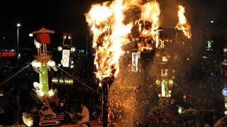 約7メートルの巨大なキリコが、燃えるたいまつの周りを乱舞する奇祭、「...